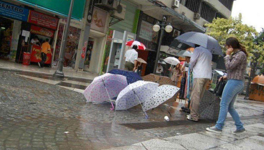 Las lluvias adelantaron el otoño en Tucumán y se impondrán los días frescos