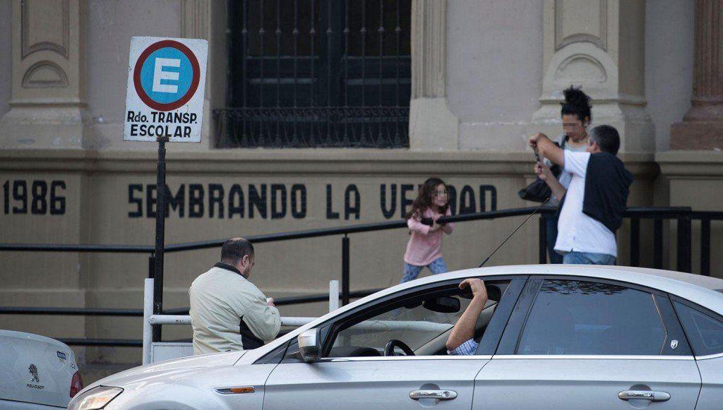 Prohíben estacionar frente a las escuelas: Son decisiones unilaterales
