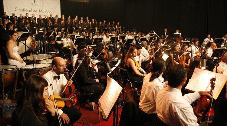 Una multitud formó parte del primer concierto de la Orquesta Estable