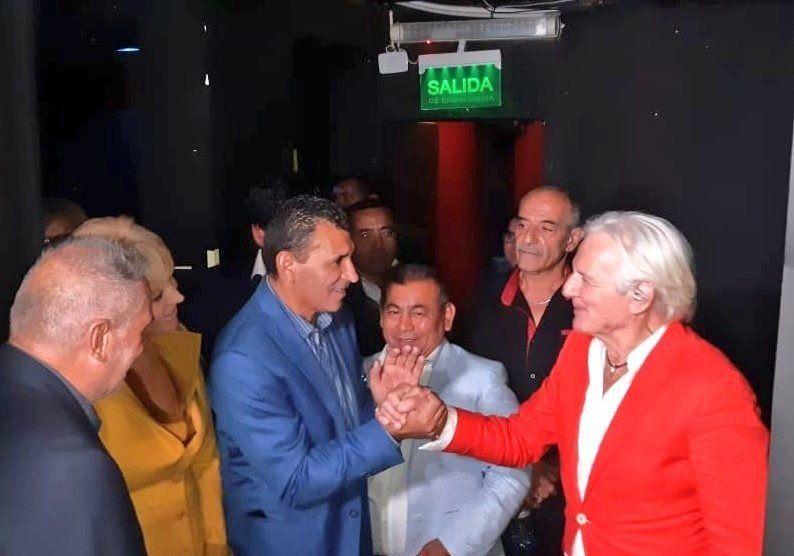 Sergio Denis se cayó del escenario del teatro Mercedes Sosa y está grave