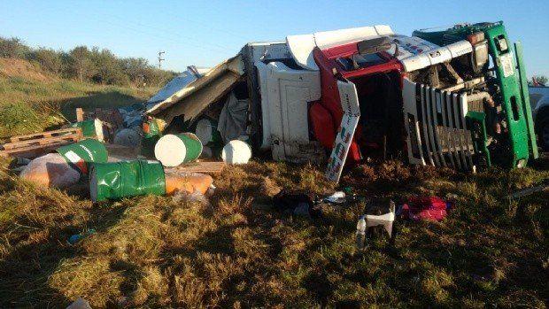 Un salteño volcó un camión al norte de Recreo en la ruta 157