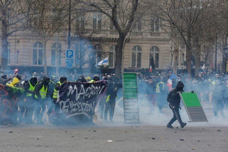 Incidentes y tensión en una nueva marcha de los chalecos amarillos en París