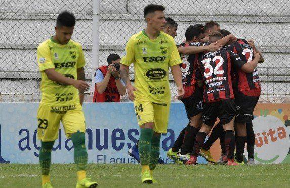 Patronato le ganó 2 a 0 a Defensa y sueña con la permanencia
