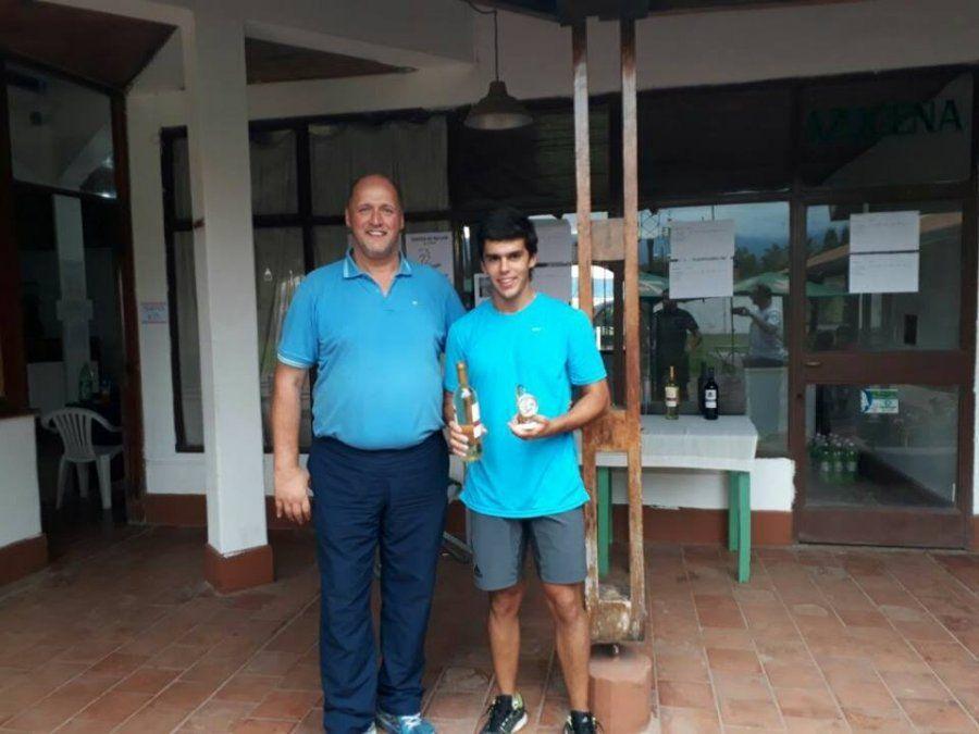 Diego Fort lideró el arranque del circuito tucumano de squash