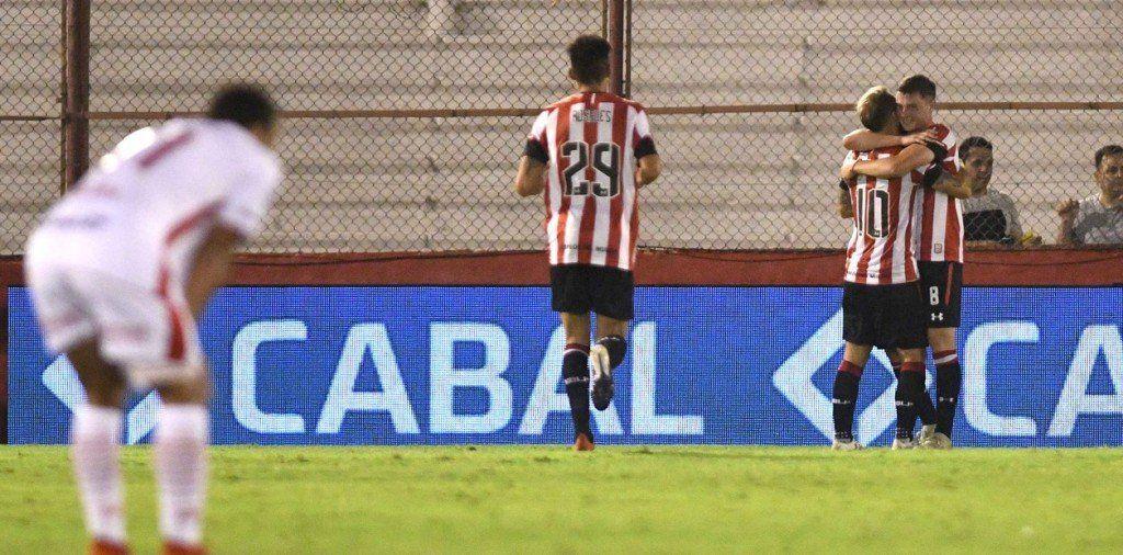 Estudiantes, con el debut de Milito como DT, venció a Huracán