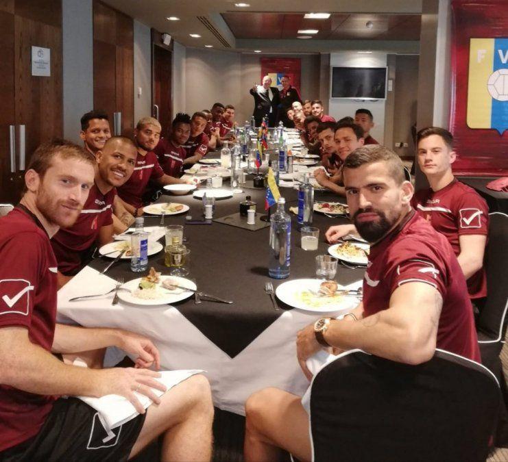 Los jugadores de la selección venezolana de fútbol apoyaron a Guaidó