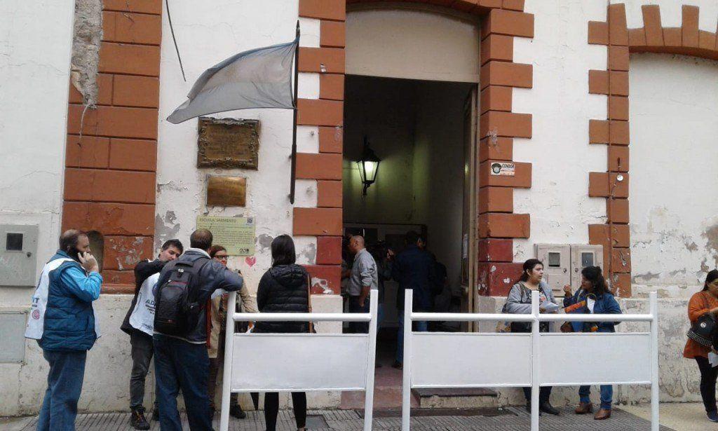 Docentes universitarios: Comenzó el paro de actividades por una semana