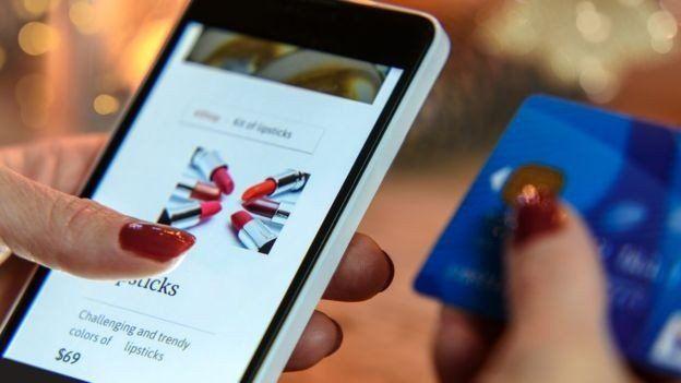 Tu celular puede hacer que gastes más cuando comprás por internet