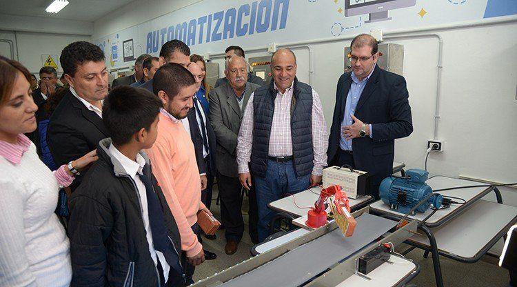 Tucumán abrió un laboratorio público de automatización industrial y robótica