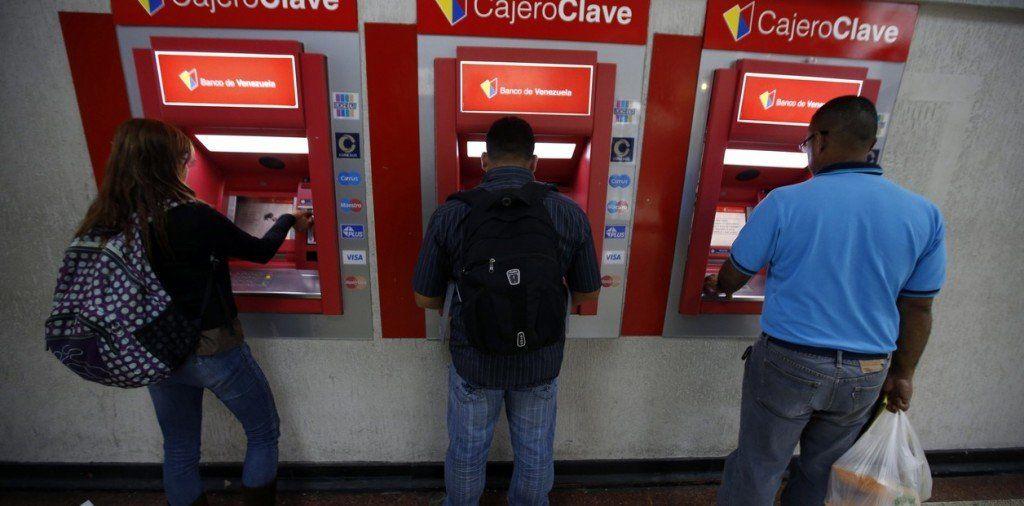 EE.UU. evalúa la posibilidad de suspender las operaciones de Visa y Mastercard en Venezuela