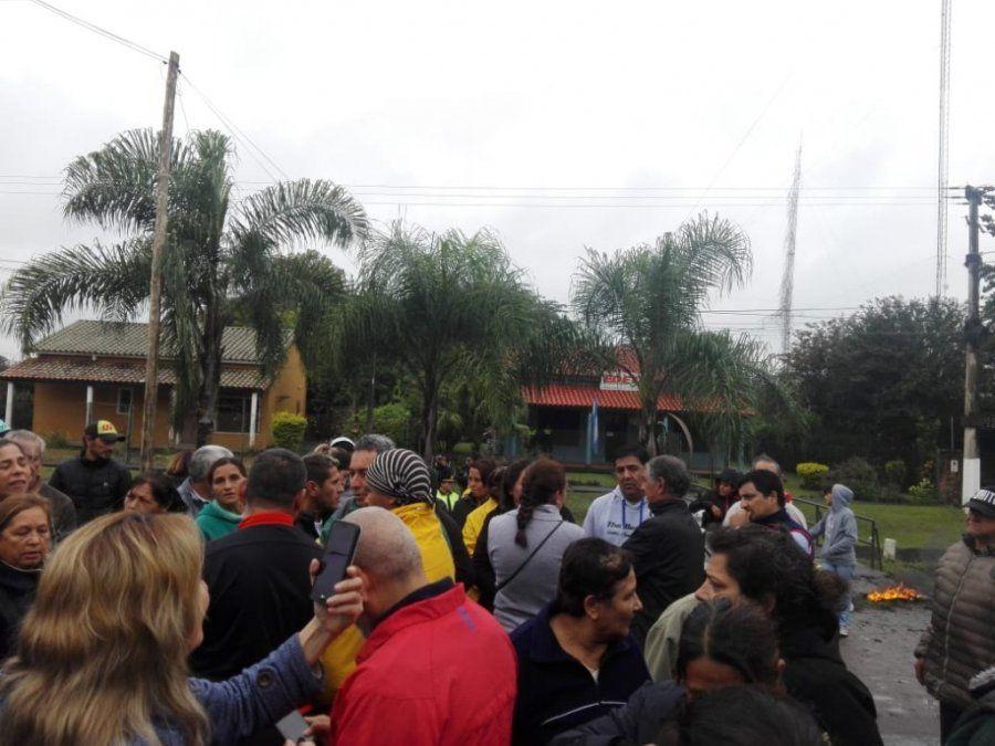 Vuelven a cortar la ruta frente a la sede de EDET en Famaillá