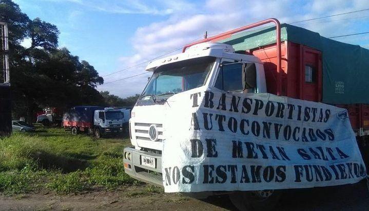 No hubo acuerdo en el precio de los fletes y camioneros endurecen las medidas con cortes de rutas