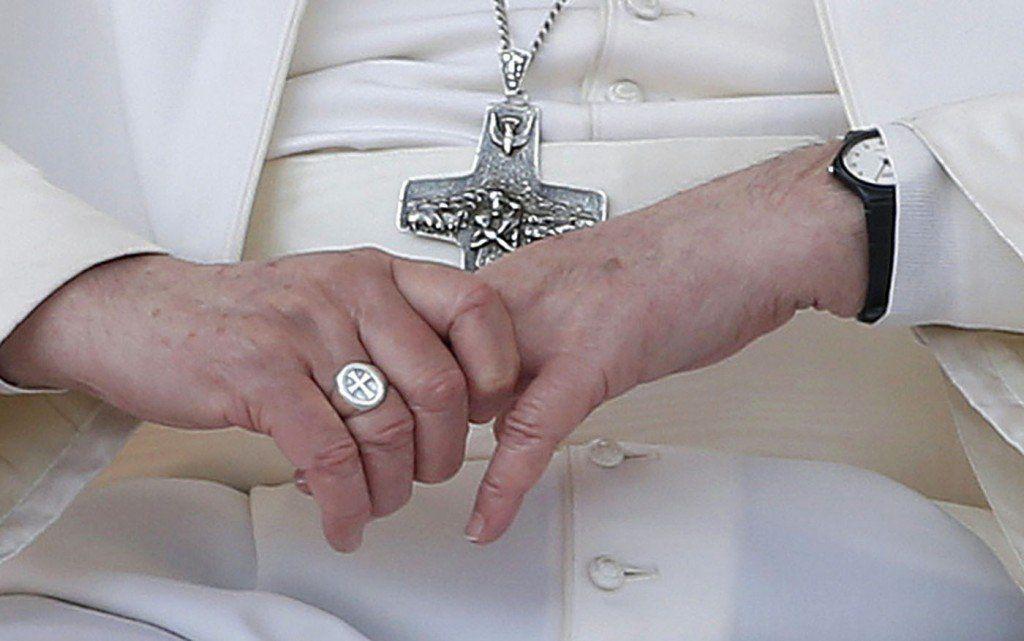 ¿El anillo de Francisco podría transmitir enfermedades?