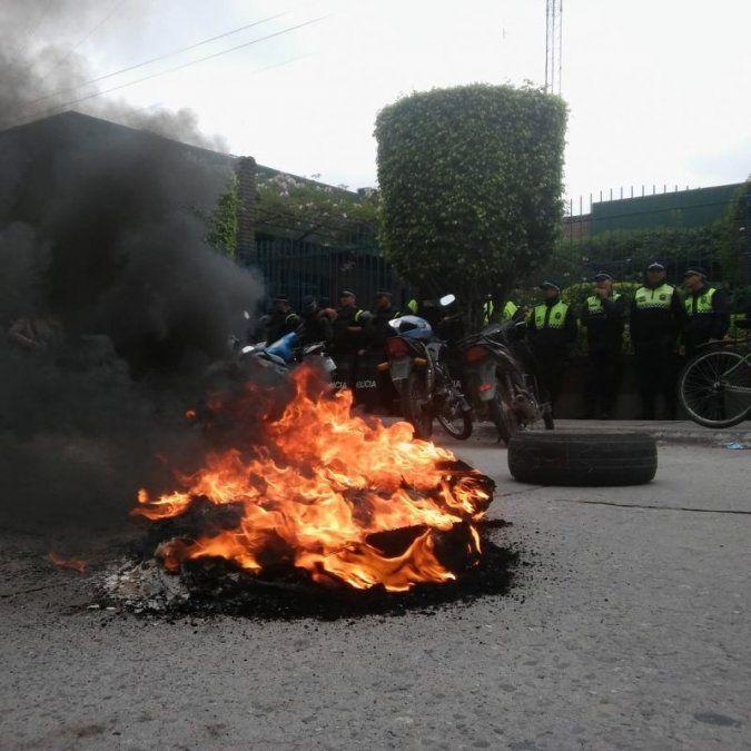 Custodia policial en las sucursales de EDET del interior