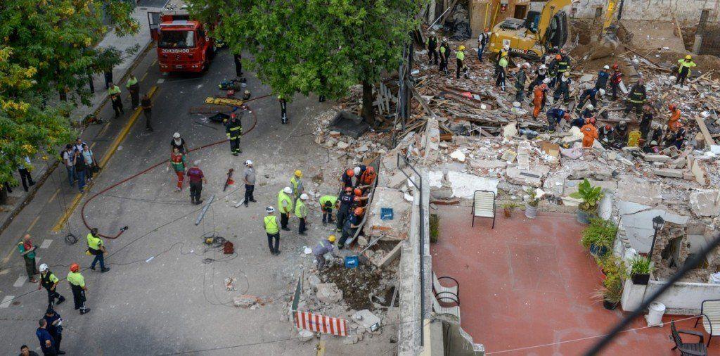 Tragedia en San Cristóbal: murió un hombre y hay ocho heridos a causa de un derrumbe