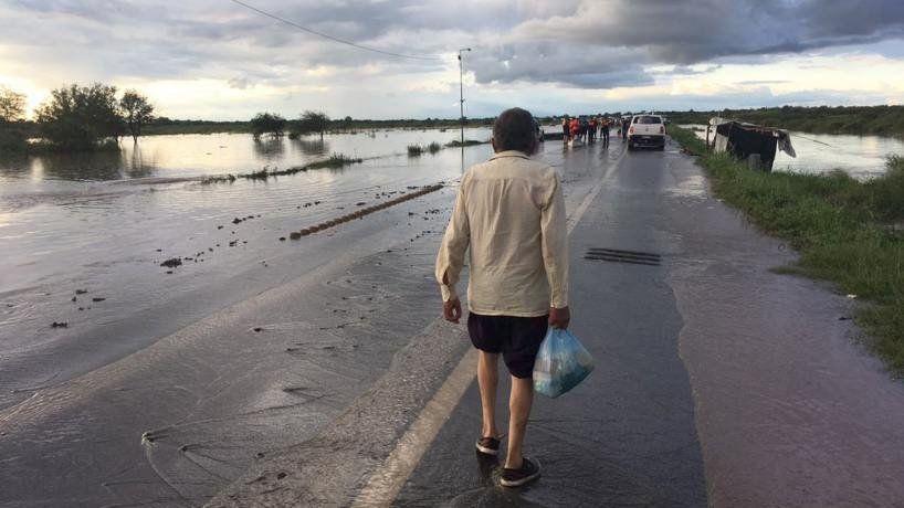 Dos barrios afectados por la acumulación de agua en La Madrid