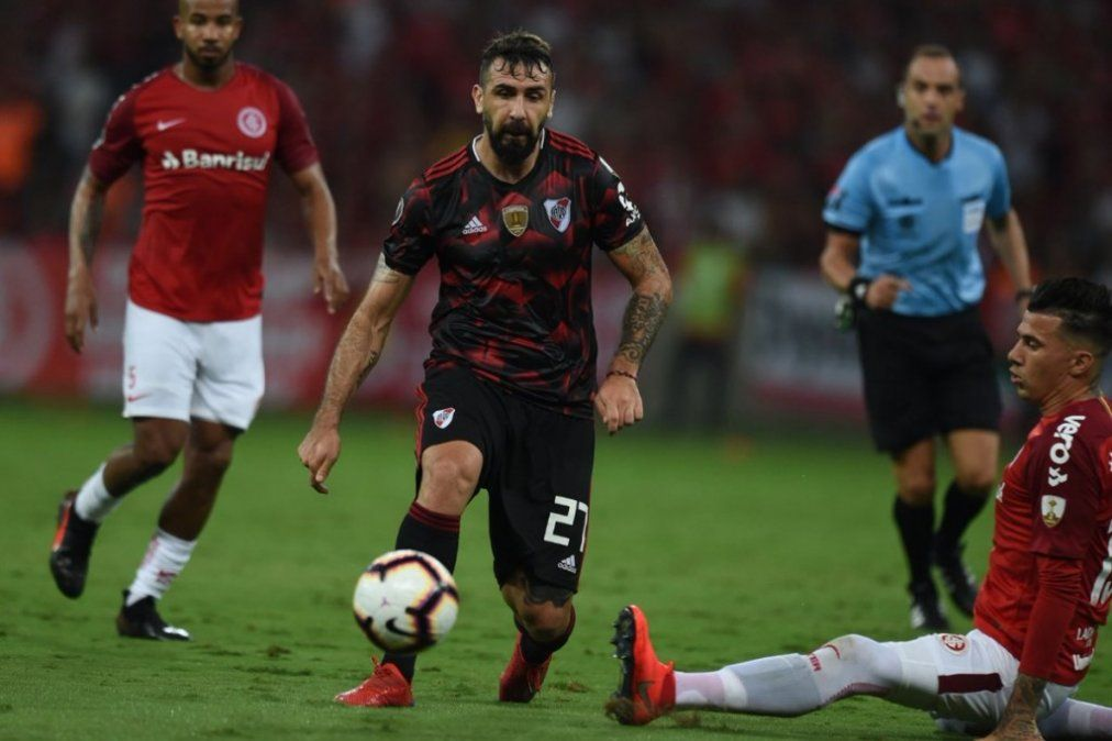 River se llevó un empate de Porto Alegre, fue 2-2 ante Internacional