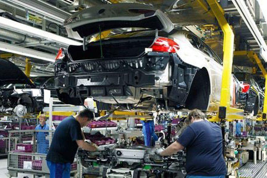 Crisis en la industria automotriz: se producen casi 400 autos menos por día