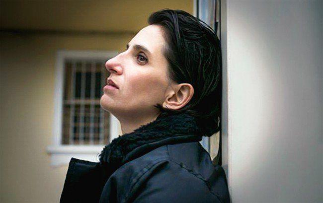 Laura Sbdar trae a Tucumán la obra Vigilante