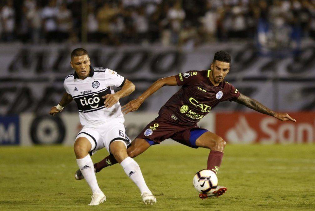 Godoy Cruz cayó 2-1 con Olimpia y se complicó