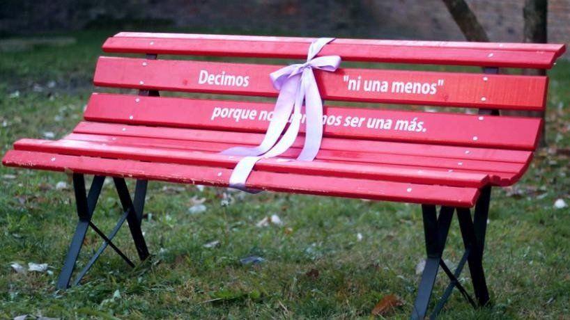 """La Facultad de Derecho se suma a la campaña """"Banco Rojo"""" contra la violencia de género"""