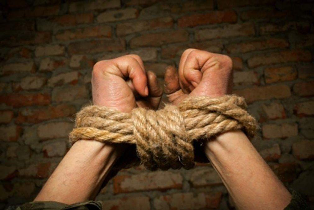 Un hombre denunció que tres mujeres lo raptaron, drogaron y violaron durante varios días