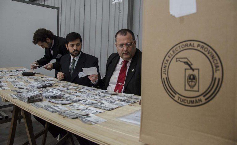 Unos 70 partidos y 5 frentes cumplieron con la convocatoria a elecciones de candidatos