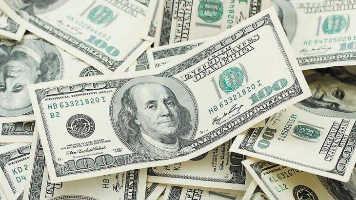 El dólar tuvo su quinta baja semanal y cerró a $43,29