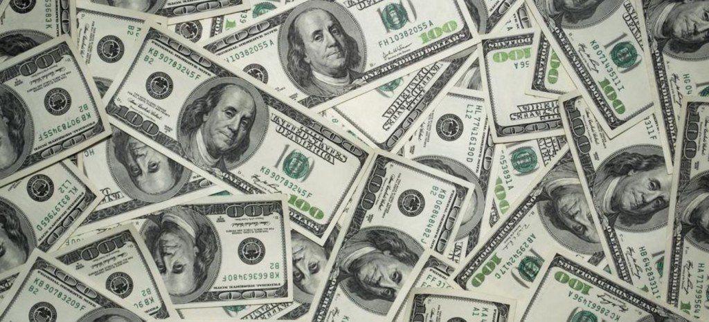 El dólar cayó casi un 4 por ciento, pero el riesgo país se mantiene alto