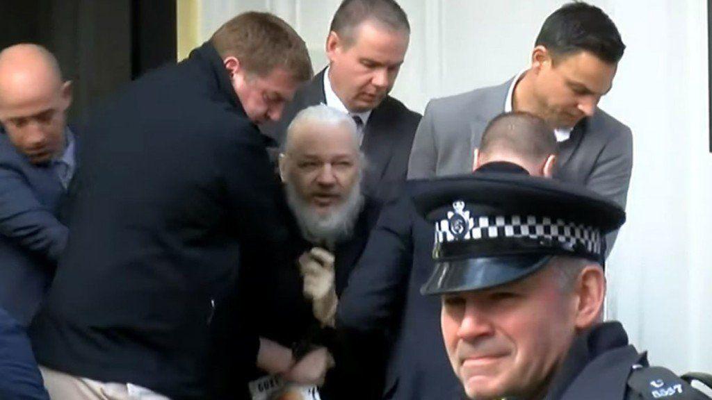 Parlamentarios presionan para que Assange sea extraditado a Suecia y no a EEUU