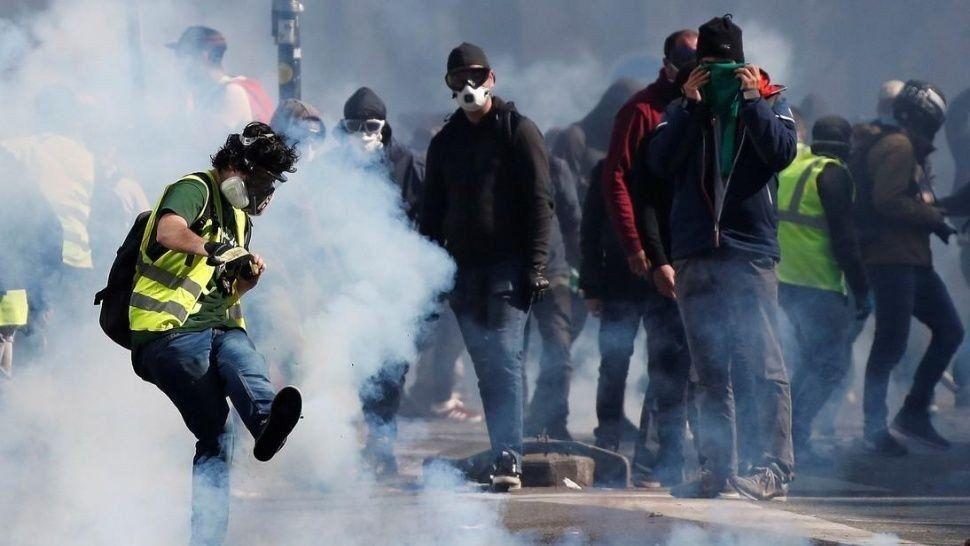 Francia: nuevo enfrentamiento entre chalecos amarillos y policías