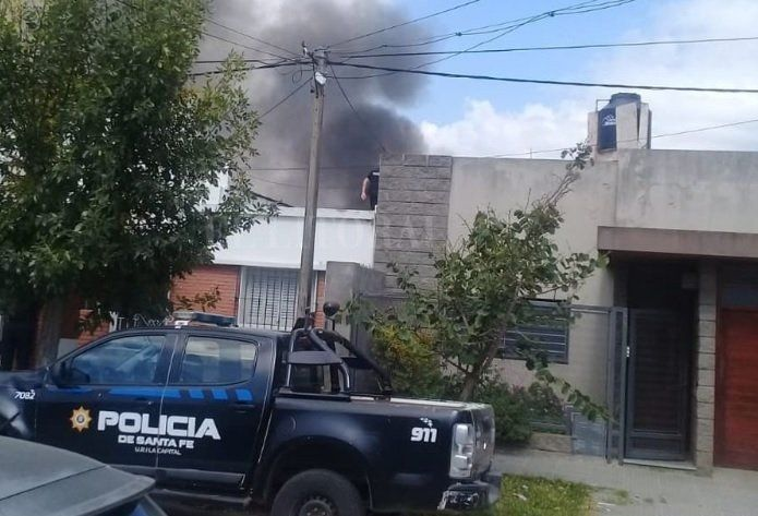 Intentó prender el fuego para un asado, pero incendió su vivienda
