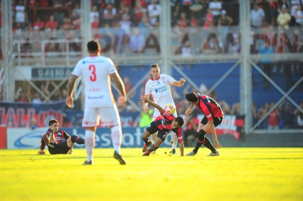 San Lorenzo y Huracán igualaron sin goles y dejaron la serie abierta