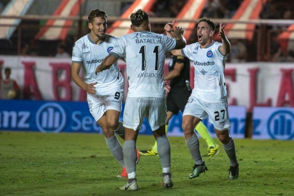 Argentinos le ganó 3-2 a Independiente en La Paternal