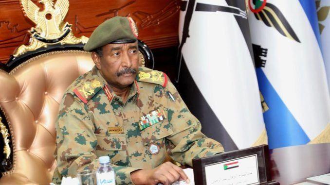 La junta militar de Sudán desplazó al entorno cercano a Al Bashir y negocia la transición