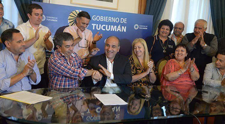 El Gobierno firmó el acuerdo salarial con los gremios de AME, UPCN y ATE