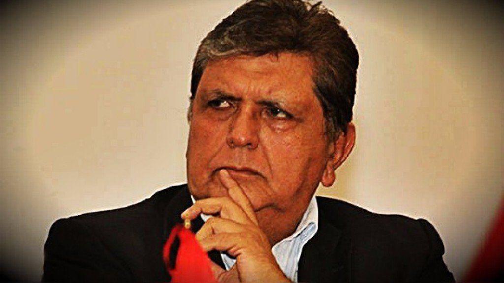 De qué se acusaba a Alan García, el expresidente de Perú que se suicidó cuando la policía fue a detenerlo