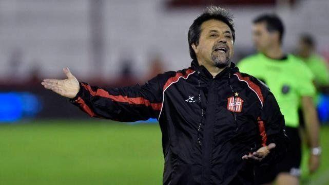 Caruso Lombardi confirmó su alejamiento como técnico de San Martín
