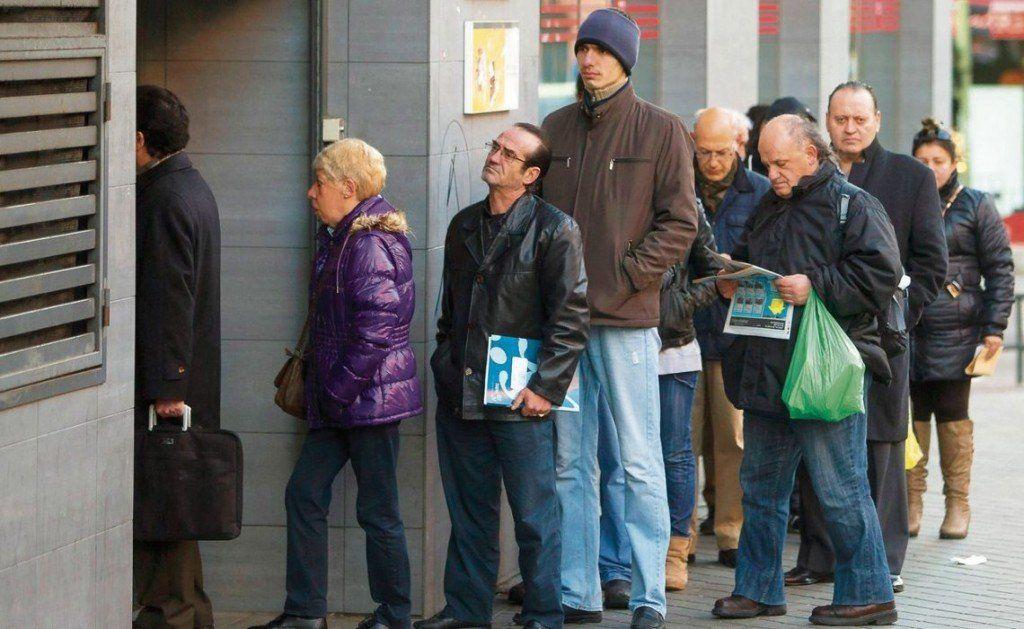 Más de la mitad de la población activa tiene problemas de empleo