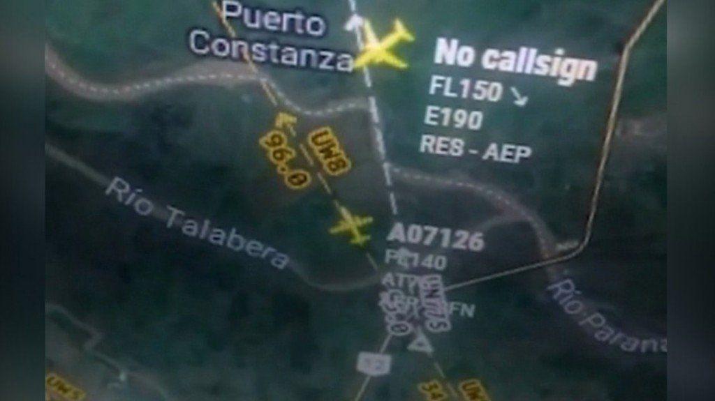 Dos aviones casi chocan en el aire y un piloto insultó a la controladora