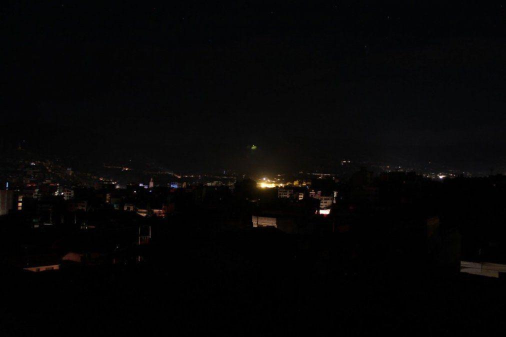 Un corte de energía eléctrica afectó a una amplia región de Catamarca y miles de usuarios quedaron sin luz