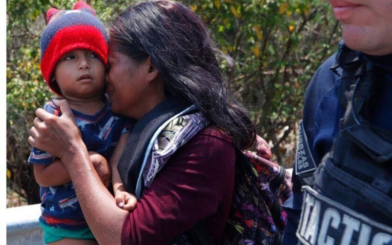 México defiende su política migratoria tras detener a casi 400 centroamericanos de camino a EE UU
