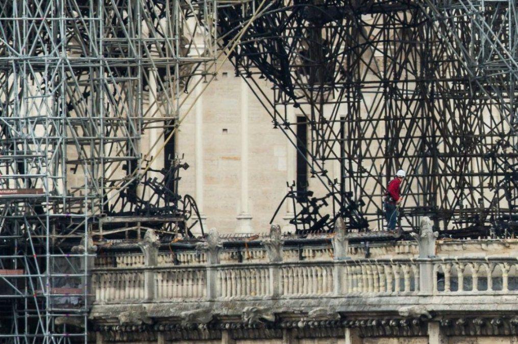 Notre Dame: encontraron colillas de cigarrillos en la zona donde inició el fuego