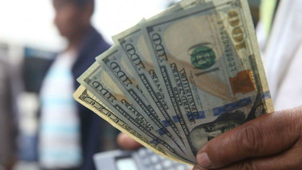 El Banco Central reaccionó, el dólar bajó la barrera de los $47, pero cerró en cifra récord