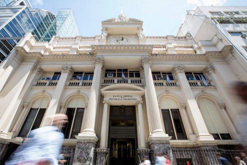 El Banco Central ya usó la mitad del dinero que giró el FMI en abril