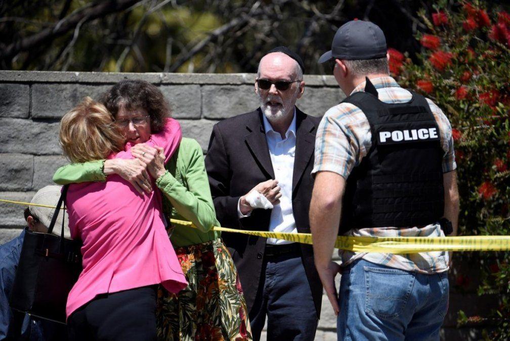 Ataque a tiros a una sinagoga de California: un muerto y tres heridos