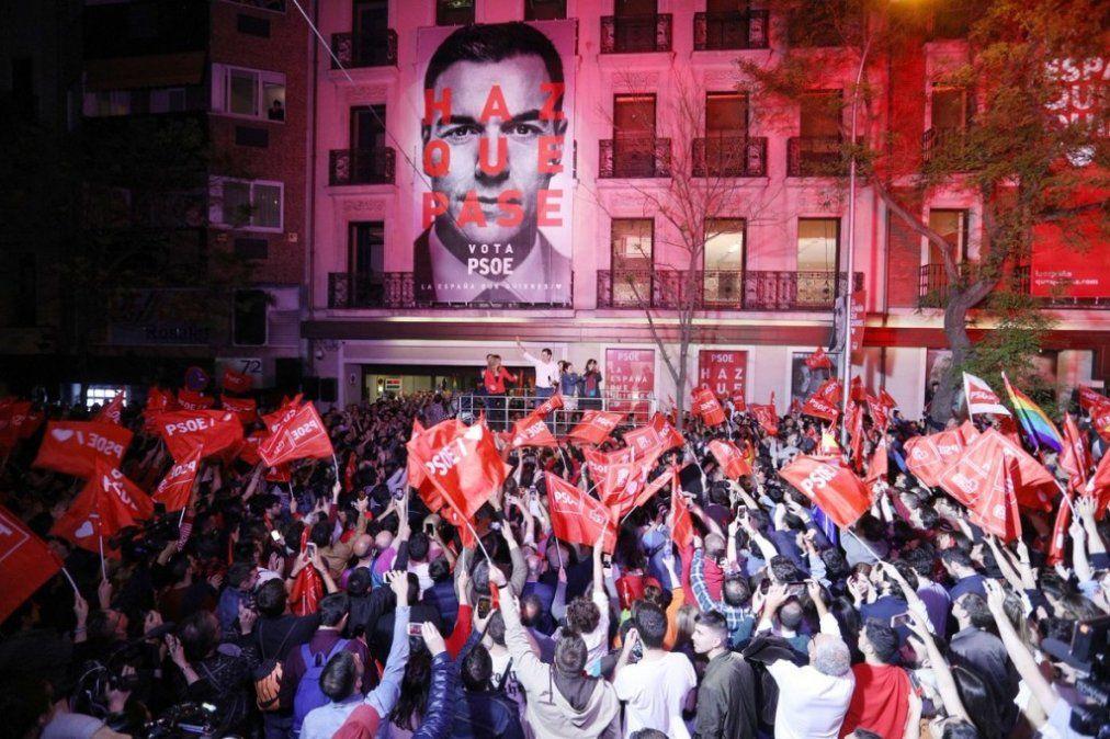 España: Con casi el 30% de los votos, el PSOE ganó las elecciones