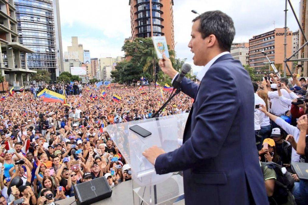 Guaidó canceló un acto y acusa a Maduro de bloquear las carreteras