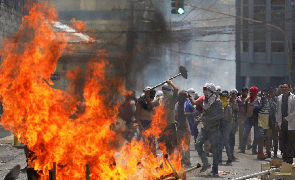 Enfrentamientos en Honduras durante las protestas contra las reformas de Juan Orlando Hernández