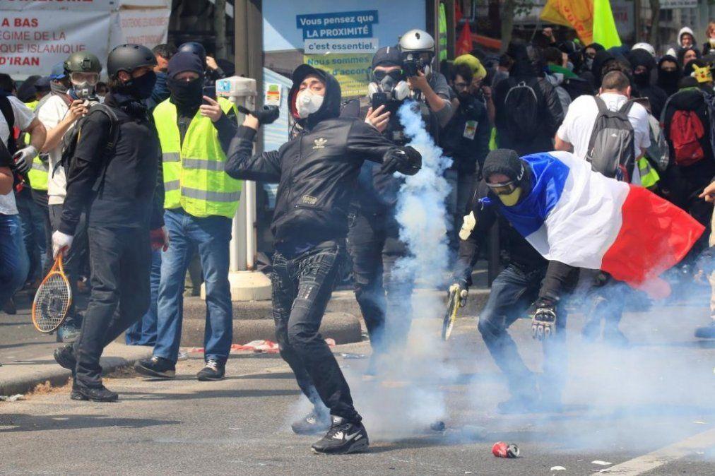 Más de 160 detenidos en otra protesta de los chalecos amarillos en París